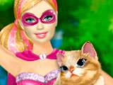 Супергерой-Барби спасает котенка