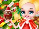 Маленькие Барби и Кен украшают елку