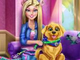 Барби выгуливает щенка