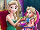 Кормим ребенка с Эльзой